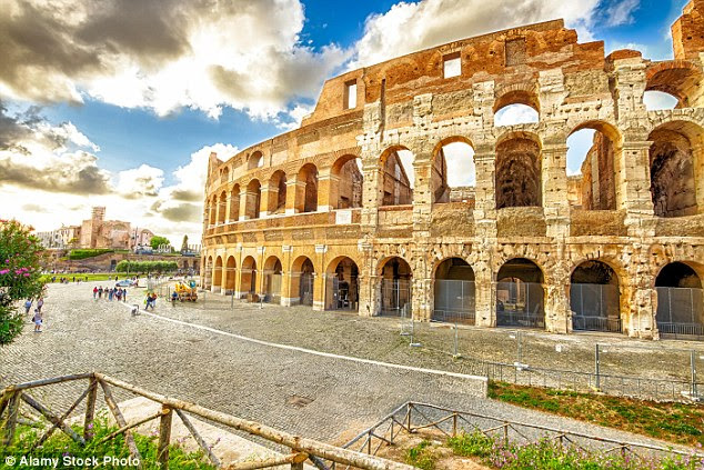 Now that the gladiators have been banned, they can face a fine of up to ¿400 if they are caught touting for business by the authorities near places like the Colosseum