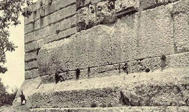 huge-megalithic-foundations-of-the-Temple-of-Jupiter-baalbek