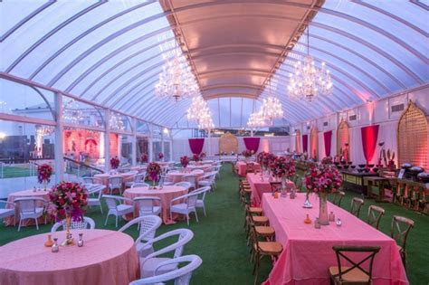 What is the minimum cost to hire a wedding planner in