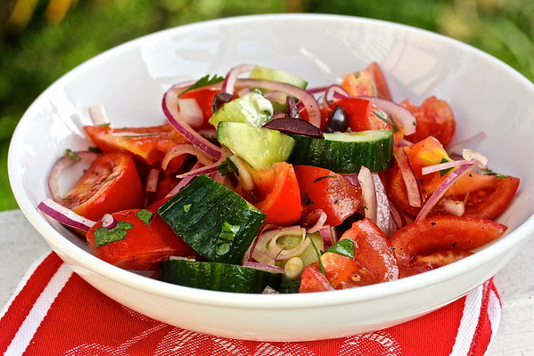 Tomato, Cucumber, and Red Onion Salad with Latholemono Dressing #OneYrGreek