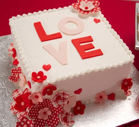 White square valentine cake with white and red flower
