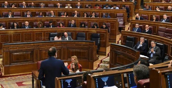 El jefe del Ejecutivo, Mariano Rajoy, durante su intervención en la sesión de control al Gobierno, en el Congreso de los Diputados. EFE/Fernando Villar