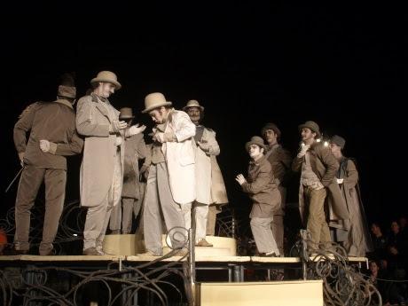 http://teatrulmasca.files.wordpress.com/2012/06/o-scrisoare-pierduta-10.jpg?w=460