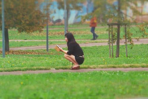 Conversazione telefoniche nel parco by Ylbert Durishti