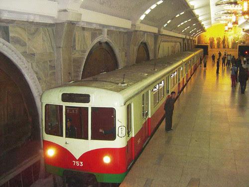 Pyongyang Capital da Coreia do Norte - Trens comprados da Alemanha Oriental
