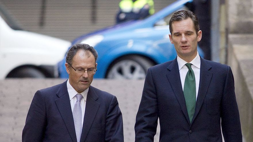 Iñaki Urdangarin (R), Duke of Palma and husband of Spanish Princess Cristina chats with his lawyer Mario Pascual Vives (L) at his arrival morning to the court in Palma de Mallorca, Balearic Islands, Spain on 25 February 2012. The son-in-law of Spain's King Juan Carlos is giving evidence to Spanish judge Jose Castro from 25 February as part of Palma Arena case, that investigates the alleged deviation of public funds through the Noos Institute, the company that was headed by Urdangarin. EFE/Alonso M. Gamero