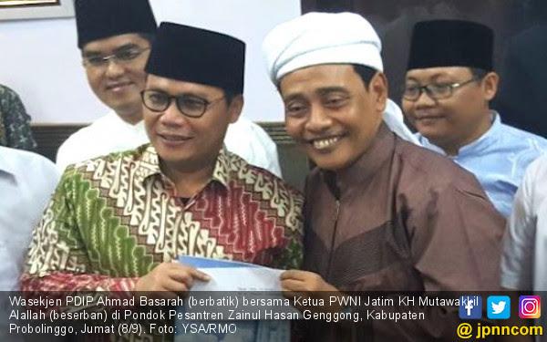 KH Mutawakkil Titip Pesan Rahasia untuk Bu Mega - JPNN.COM