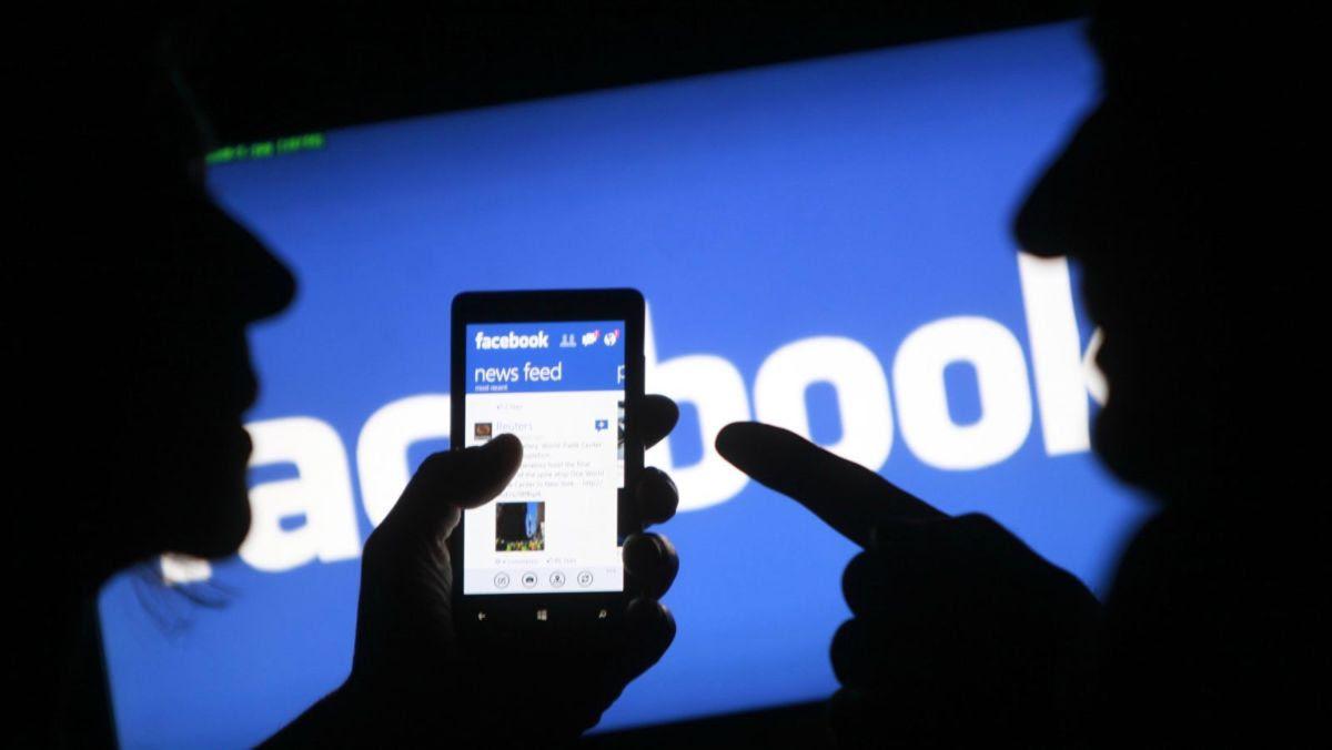 Facebook advierte sobre noticias falsas en Reino Unido