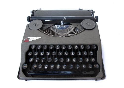 Ala portable typewriter (6)