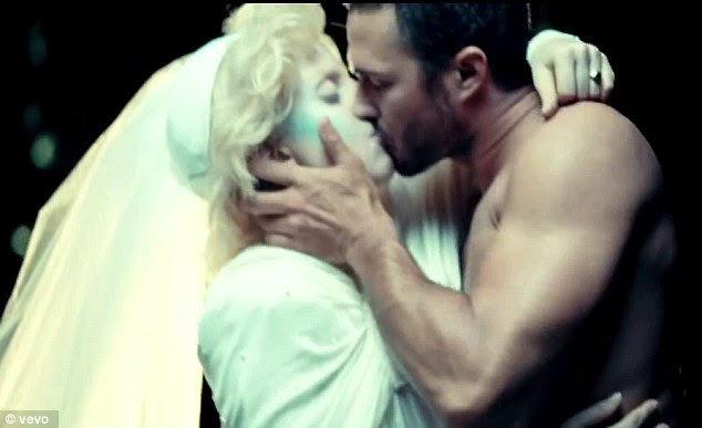 Este foi seu primeiro beijo: O par talentoso começou a namorar em julho de 2011 depois de se reunir no set de seu vídeo da música You And I