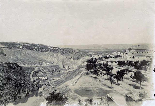 Paseo del Tránsito en junio de 1905. Fotógrafo anónimo. Colección Luis Alba. Ayuntamiento de Toledo