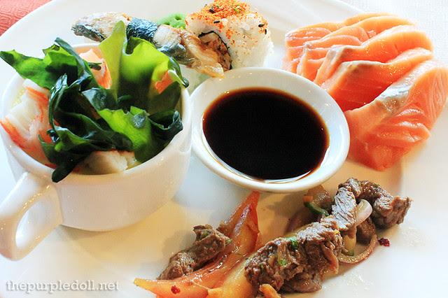 Salmon sashimi, sushi, meats and chawanmushi