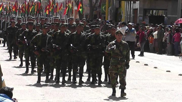 Desfile cívico militar del 6 de agosto en Villazón