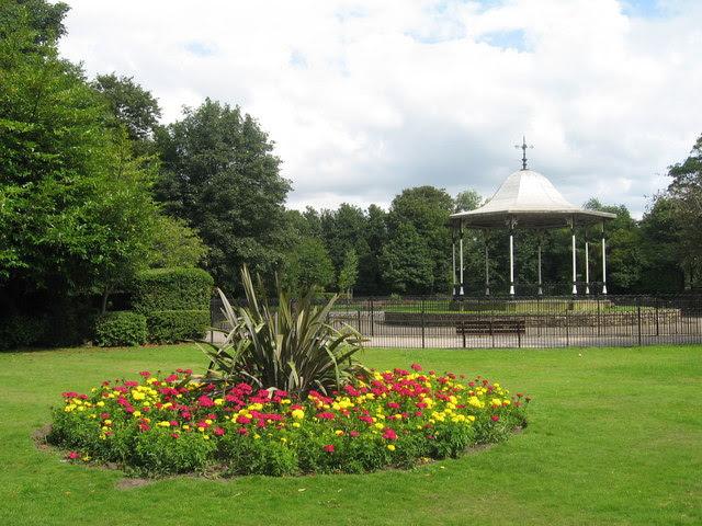 File:Bandstand, Derby Park - geograph.org.uk - 1437738.jpg
