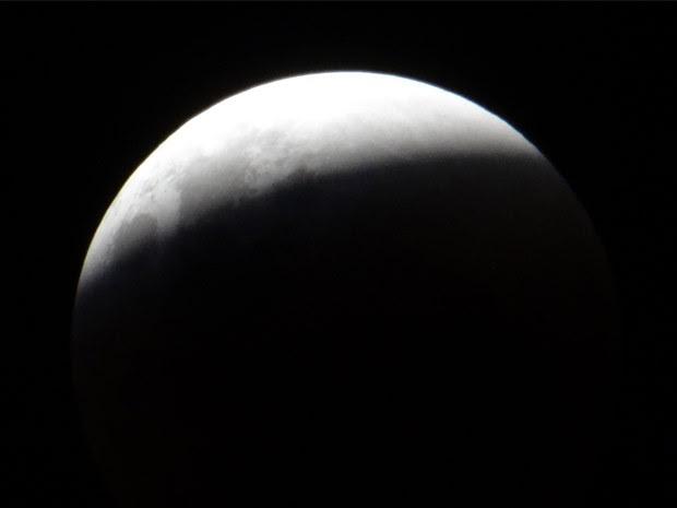 Moradores do Vale do Paraíba registram eclipse da superlua (Foto: Anderson Santos/ VC no G1)