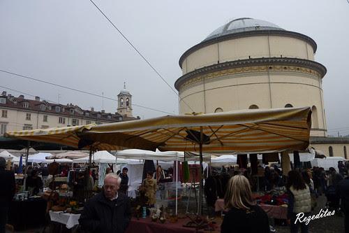 Paseando por Turin, mercadillo en plaza de la Gran Madre