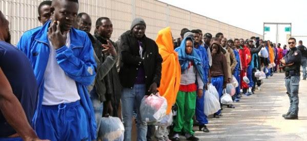 """Que cada Estado reciba """"a todos los migrantes que 'puedan' acoger"""": Francisco"""