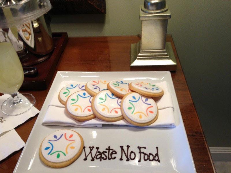 องค์กรบริจาคอาหารเพื่อการกุศล Waste No Food