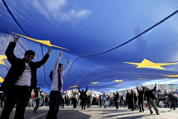 Ucraina: da Ue altri 1,8mld euro per assistenza economica
