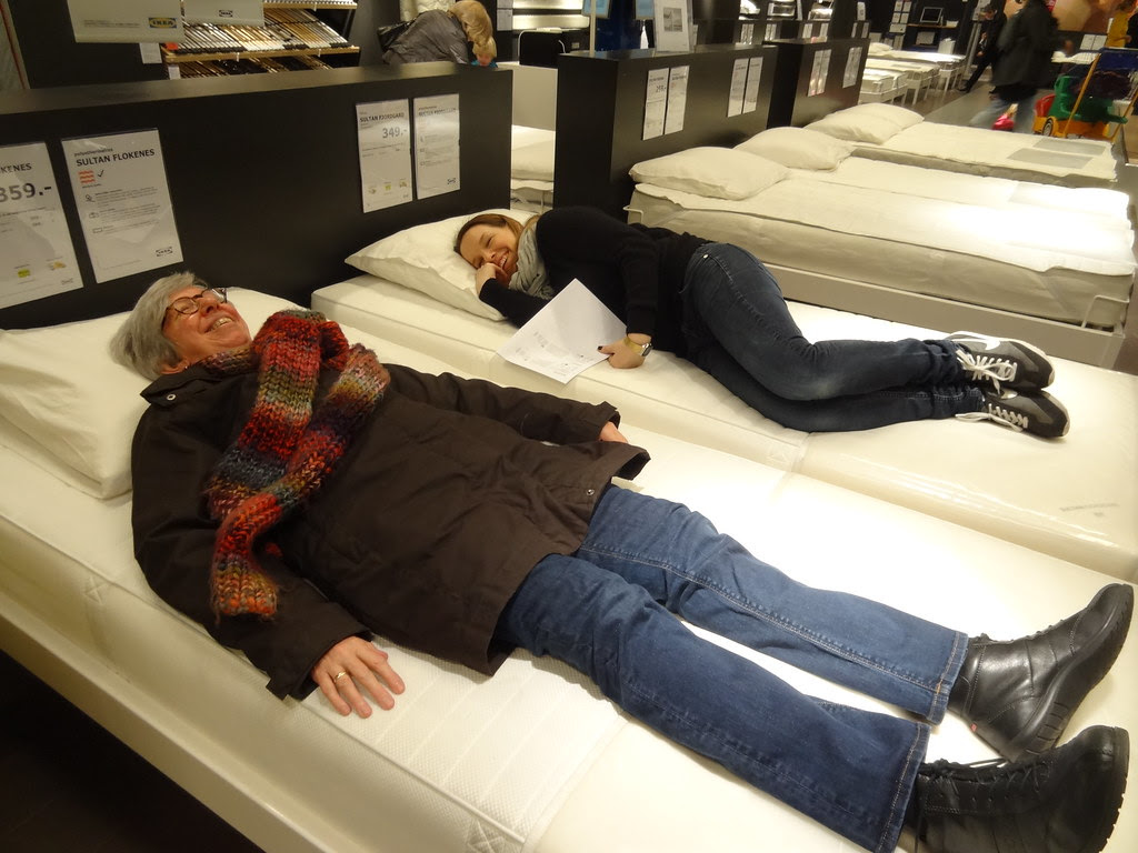 mattress testing at Ikea (18 Feb 2013)