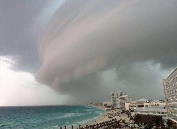 ράφι σύννεφο Κανκούν, μυστηριώδες σύννεφο Κανκούν, παράξενα σύννεφα Cancun, Κανκούν σύννεφα μυστήριο 5 Μαΐου 2016, Κανκούν του Μεξικού μυστηριώδη σύννεφα 4 Μαΐου 2016 φωτογραφίες