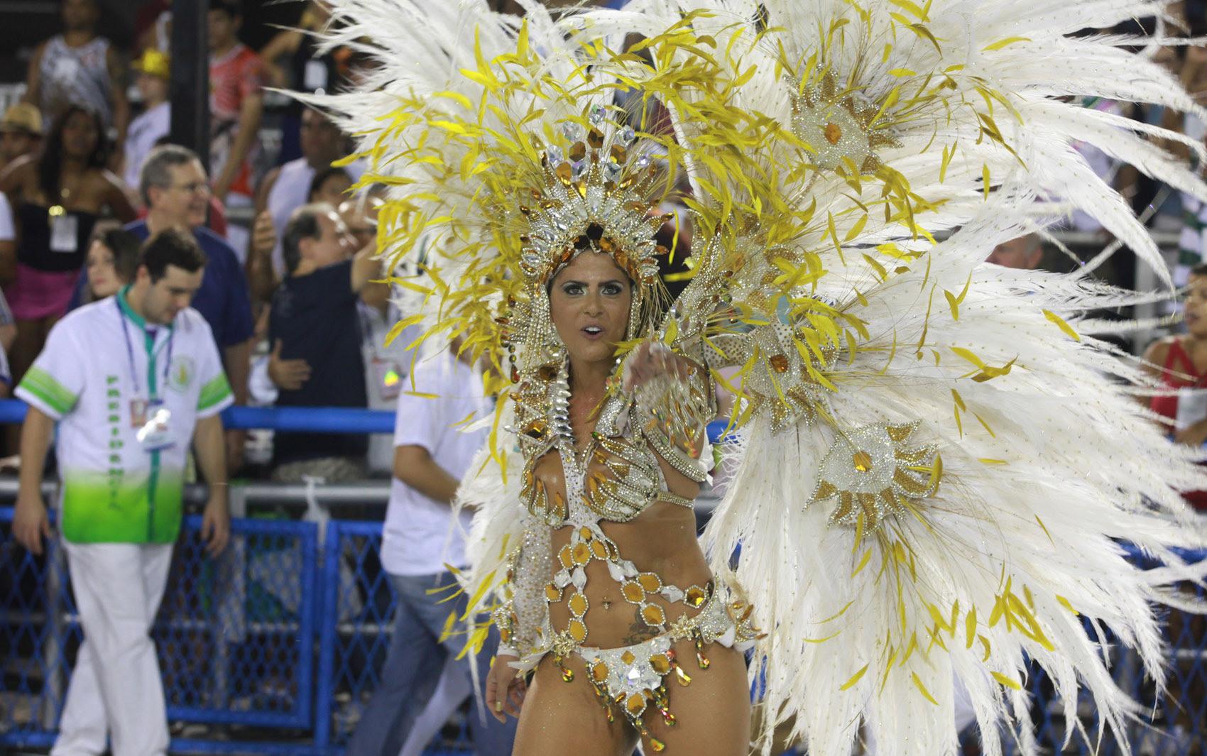 Jaqueline Maia, rainha de bateria da Acadêmicos de Santa Cruz