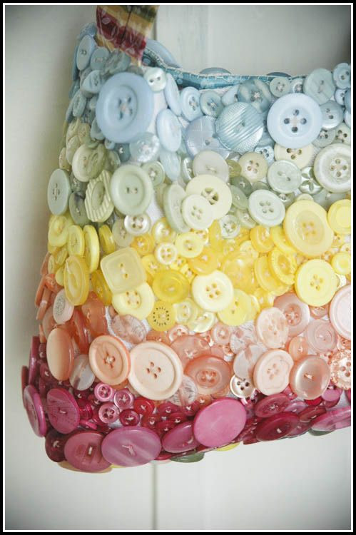 DIY: Accessories With Old Buttons, Cute as a button bag LOVE LOVE LOVE!!!
