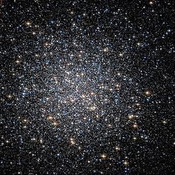 Grande Aglomerado Globular de Hércules pelo Telescópio Espacial Hubble