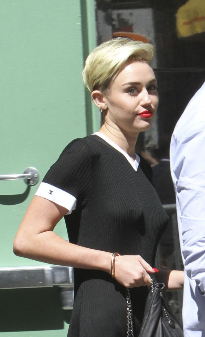 Miley-Cyrus-Braless-See-Through-Candids-in-New-York-Pictures-Photo-7