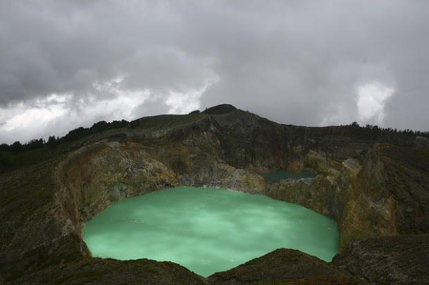 Kelimutu Lakes   Worlds Surreal Lakes