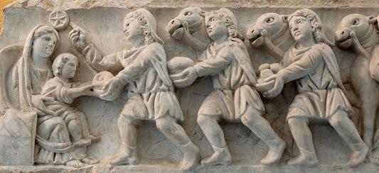 Adoration des Mages. Panneau d'un sarcophage romain. IVe siècle. Provenant du cimetière de Sainte Agnès à Rome. Musée du Vatican
