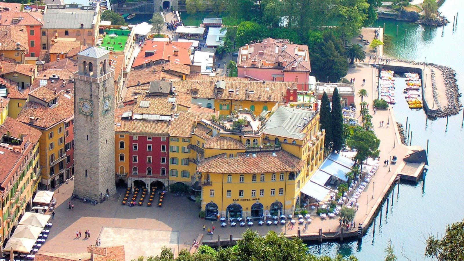 Lake Garda Riva Del Garda_z3ehqt