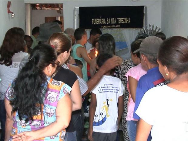 Tristeza e revolta marcam velório de homem morto a facadas em Caxias (Foto: Reprodução/TV Mirante)