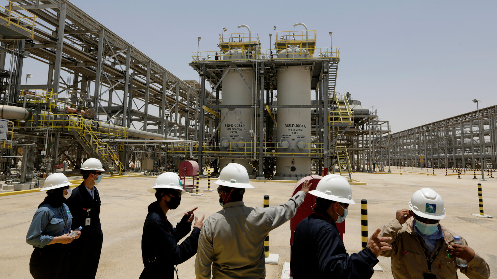 As Western Oil Giants Cut Production, State-Owned Companies Step Up