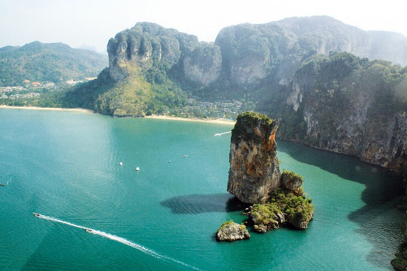 Kee hua chee live phuket declared best in world for expats for Best places to live in the world