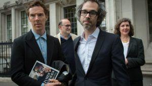 Britânico vence batalha legal com ex-mulher e publica memórias sobre abuso sexual