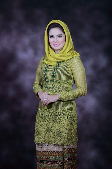 istri cantik gubernur termuda  indonesia foto