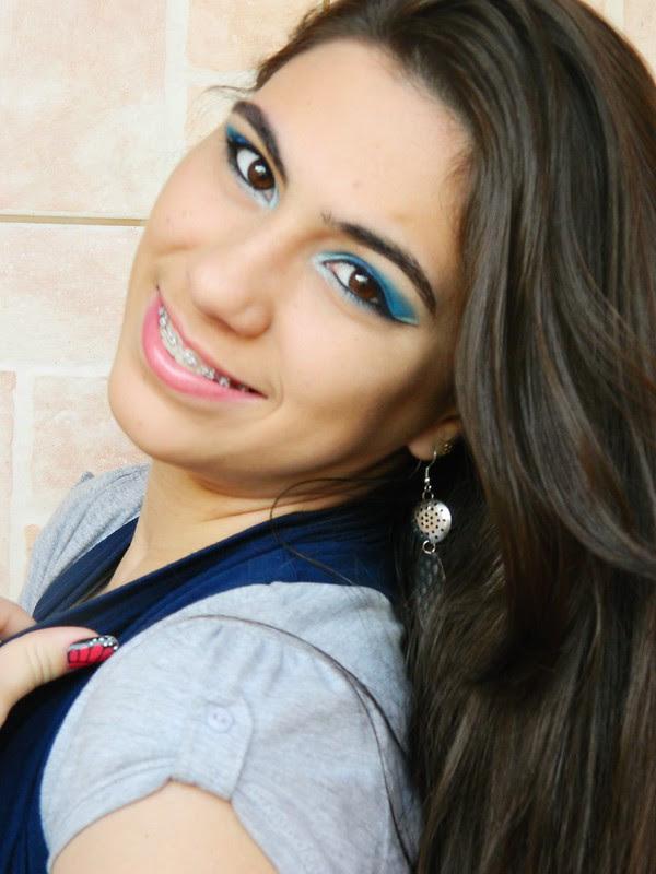 juliana leite make up facebook azul com delineado duplo 026
