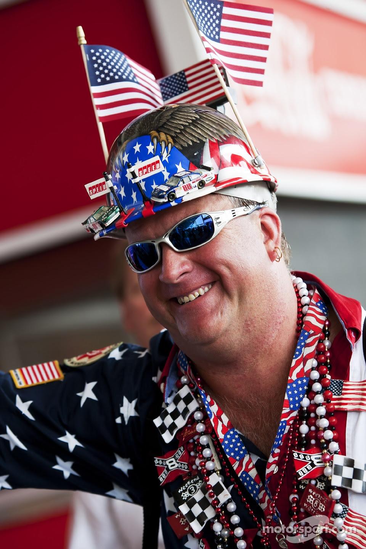 A patriotic fan