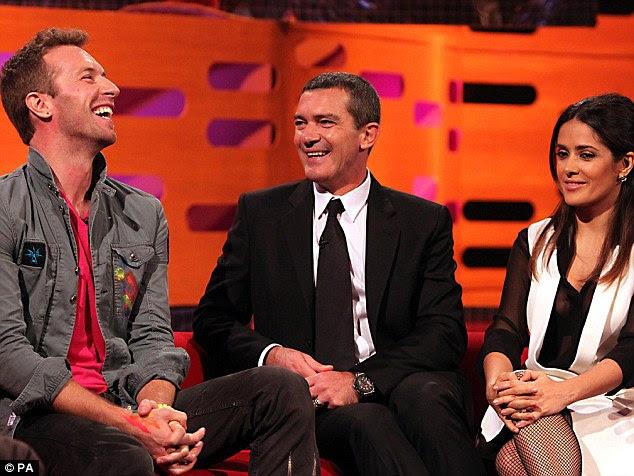 Um alívio pouca luz: Antonio e Chris Martin partilhar uma piada