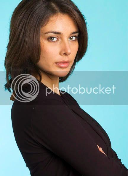 http://img.photobucket.com/albums/v105/ApunBindaas/bollywood/LisaRay.jpg