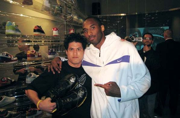 Richard Duong poses with Kobe Bryant at a basketball charity event in April of 2007.