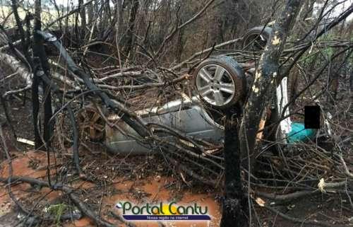 Laranjeiras - Condutor se perde e capota veículo na BR-158, próximo ao radar
