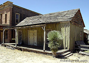 Judge Roy Bean residence at the Mescal movie location. Photo copyright 2003-2004 Mike Durrett, all rights reserved.