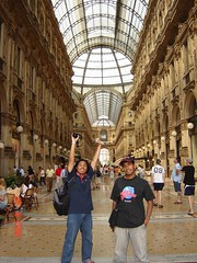 Dalam Galleria Vittoro Emanuele II, Milan, Italy