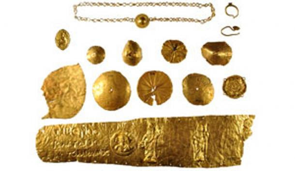 Naukratis remained important under the Romans. Here is Roman gold jewelery from Naukratis, including a large gold diadem inscribed with the name of Tiberius Claudius Artemidorus.