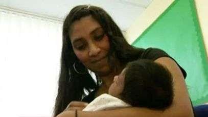 La maestra que dio a luz en la escuela