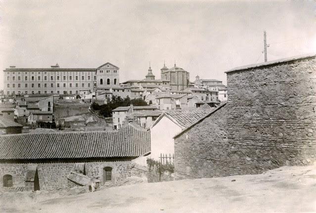 Fachada Oeste del Convento de San Pablo en junio de 1905. Fotógrafo anónimo. Colección Luis Alba. Ayuntamiento de Toledo