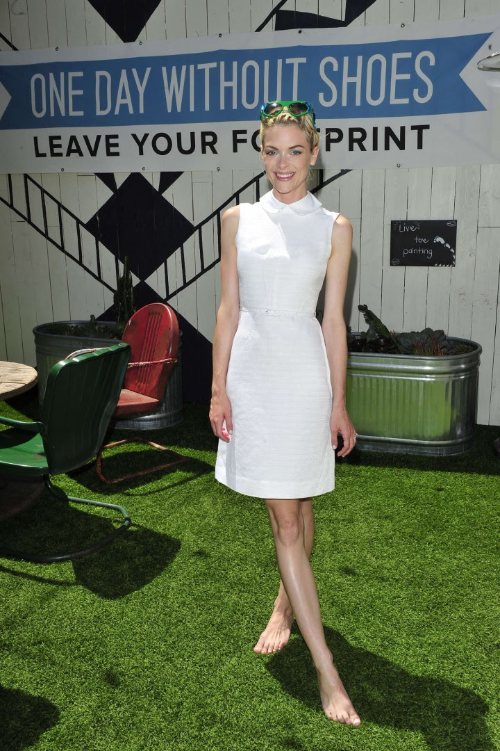 Jaime King – TOMS to Go One Day Without Shoes event in Venice-01
