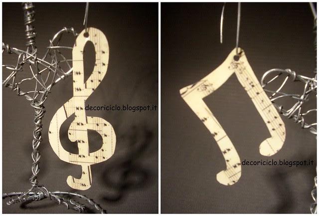 Collage orecchini musicali plastica adesiva e carta